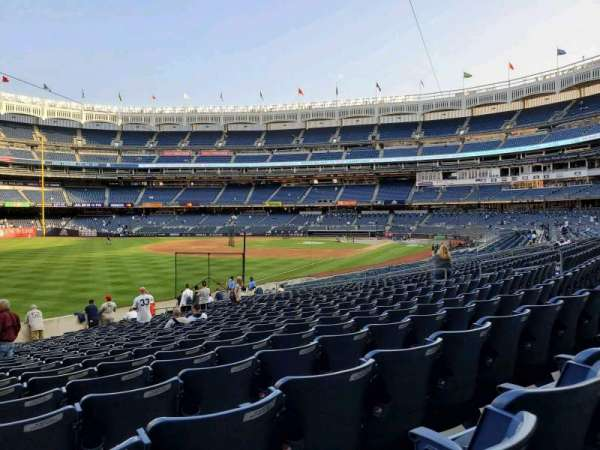 Yankee Stadium, secção: 130, fila: 22, lugar: 23