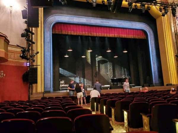 St. James Theatre, secção: Orchestra L, fila: M, lugar: 5