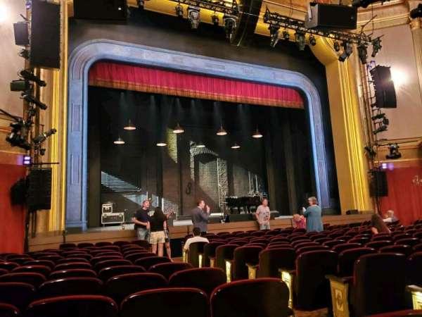 St. James Theatre, secção: Orchestra L, fila: M, lugar: 7