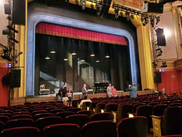 St. James Theatre, secção: Orchestra L, fila: M, lugar: 9