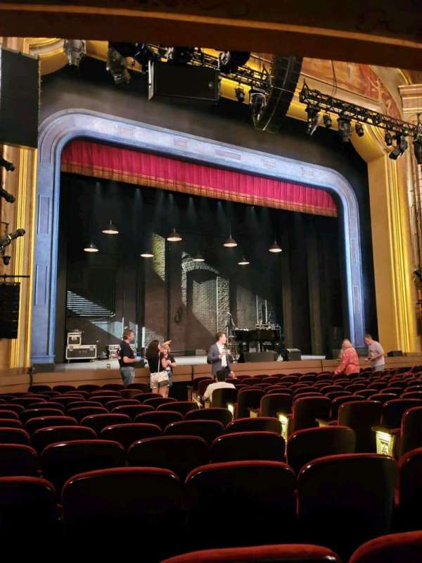 St. James Theatre, secção: Orchestra L, fila: M, lugar: 11