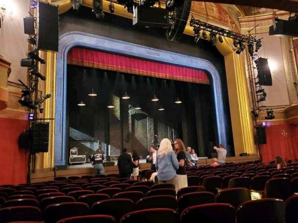 St. James Theatre, secção: Orchestra L, fila: M, lugar: 13