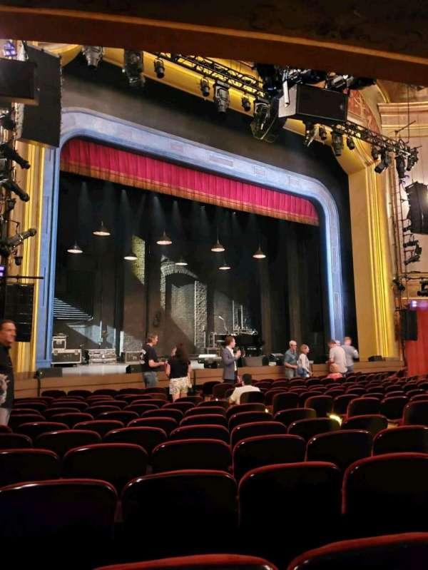 St. James Theatre, secção: Orchestra L, fila: M, lugar: 17