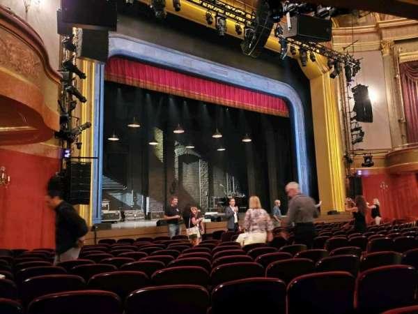 St. James Theatre, secção: Orchestra L, fila: M, lugar: 19