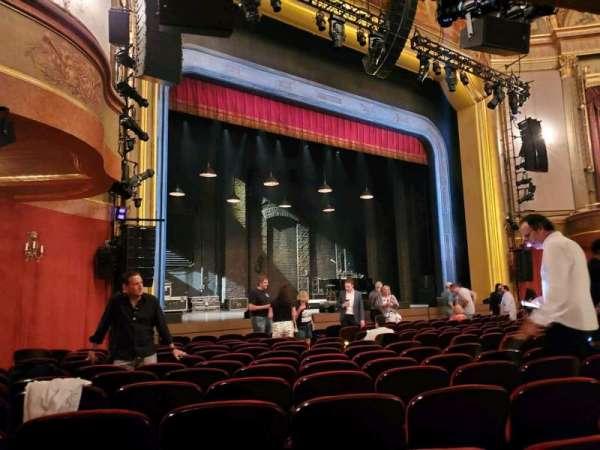 St. James Theatre, secção: Orchestra L, fila: M, lugar: 21