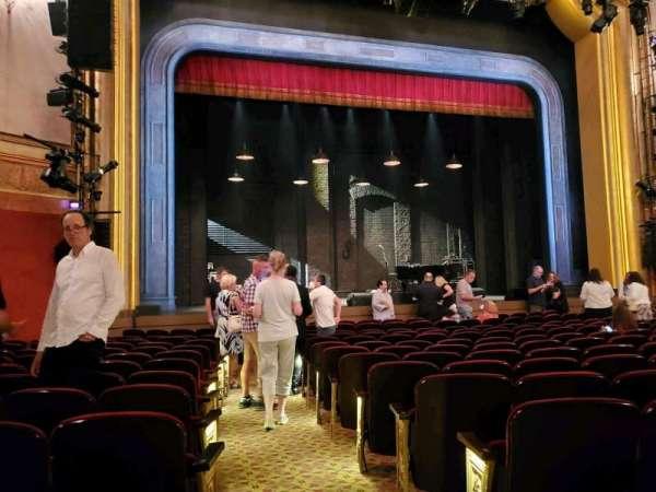 St. James Theatre, secção: Orchestra L, fila: M, lugar: 1