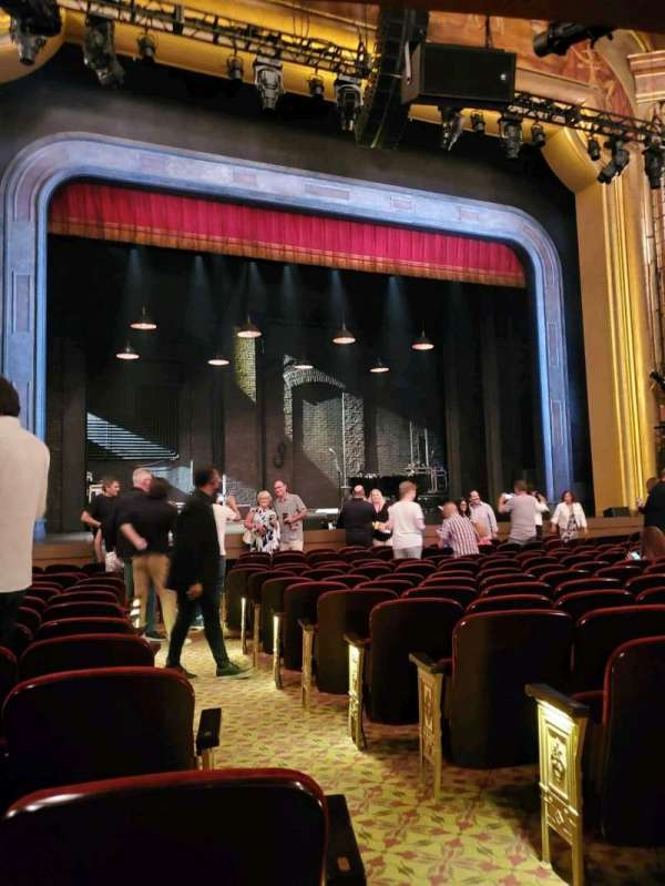 St. James Theatre, secção: Orchestra L, fila: M, lugar: 3
