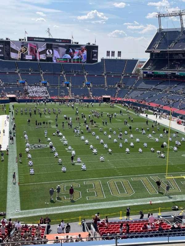 Empower Field at Mile High Stadium, secção: 325, fila: 4, lugar: 10