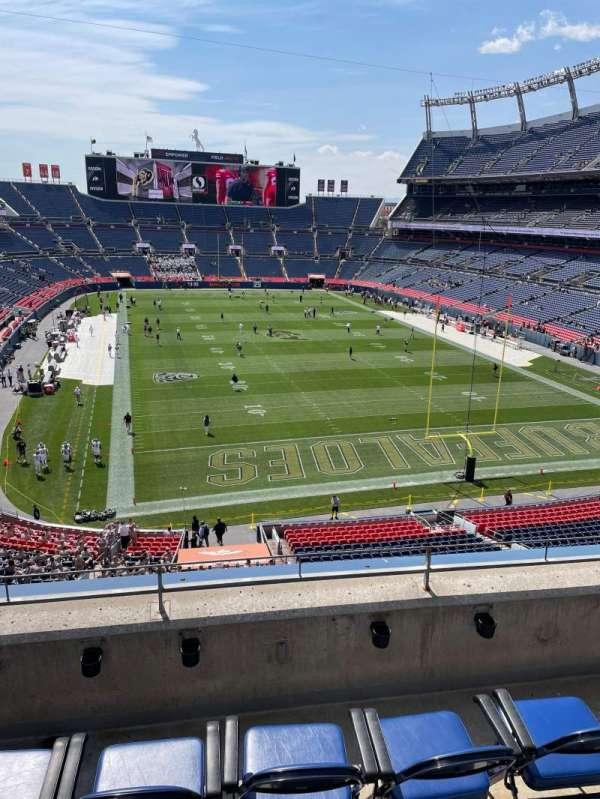 Empower Field at Mile High Stadium, secção: 325, fila: 4, lugar: 20