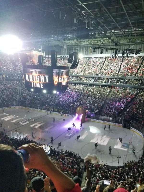 T-Mobile Arena, secção: 226, fila: E, lugar: 10
