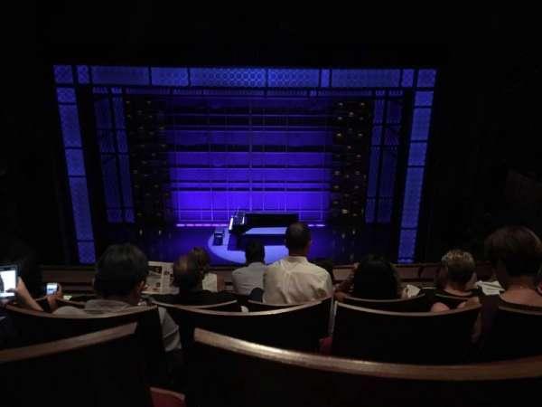 Stephen Sondheim Theatre, secção: Mezz Center, fila: EE, lugar: 112