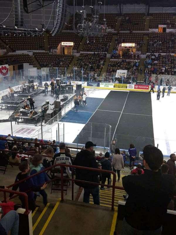 UW-Milwaukee Panther Arena, secção: 309, fila: 5, lugar: 12
