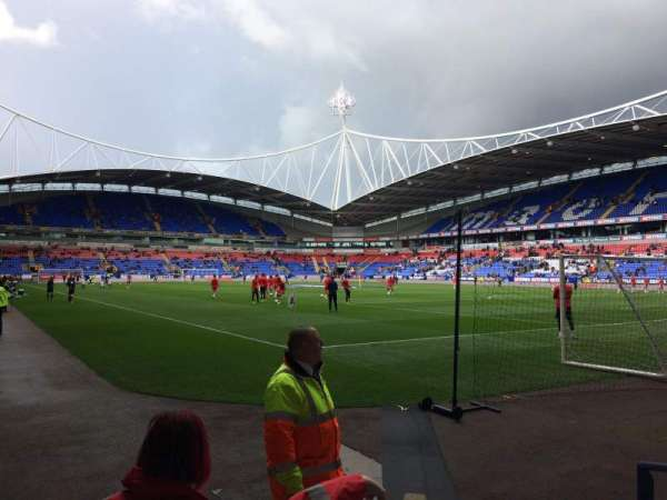 University of Bolton Stadium, secção: Block E Lower, fila: E, lugar: 16