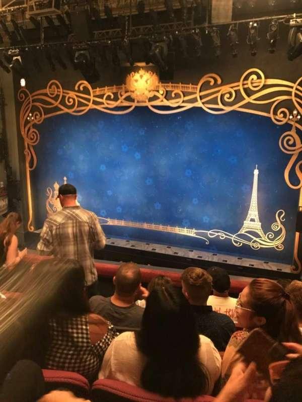 Broadhurst Theatre, secção: Mezzanine R, fila: E, lugar: 6