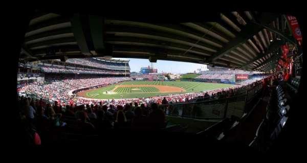 Angel Stadium, secção: 222, fila: J, lugar: 9