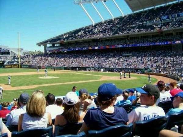 Kauffman Stadium, secção: 119, fila: S, lugar: 7