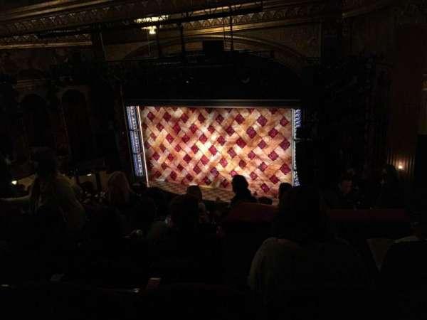 Brooks Atkinson Theatre, secção: Rear Mezzanine R, fila: K, lugar: 14