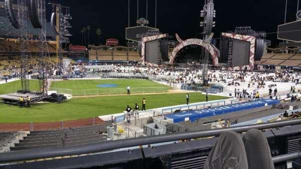 Dodger Stadium, secção: 122lg, fila: B, lugar: 2