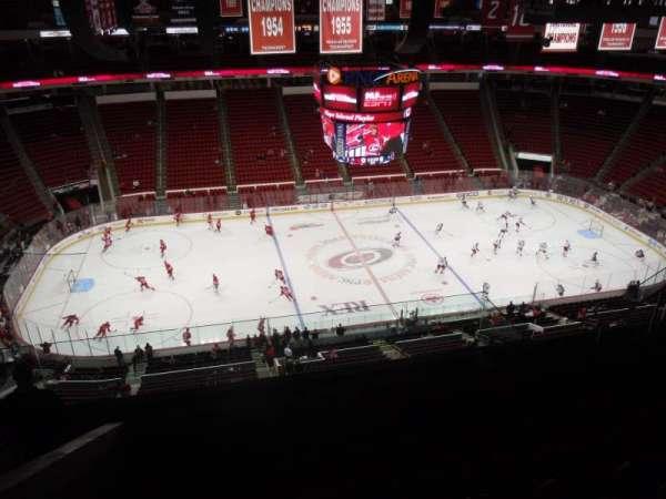 PNC Arena, secção: 305, fila: H, lugar: 13