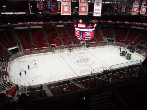 PNC Arena, secção: 326, fila: F, lugar: 6