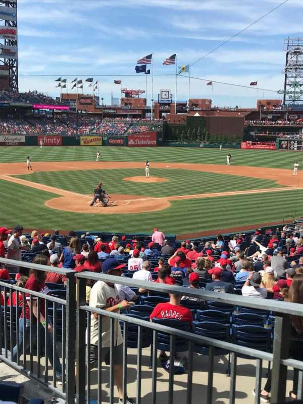 Citizens Bank Park, secção: 122, fila: 26, lugar: 18
