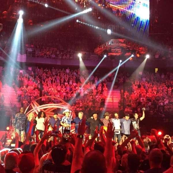 T-Mobile Arena, secção: Floor B, fila: J, lugar: 11