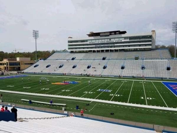 David Booth Kansas Memorial Stadium, secção: 19, fila: 33, lugar: 6