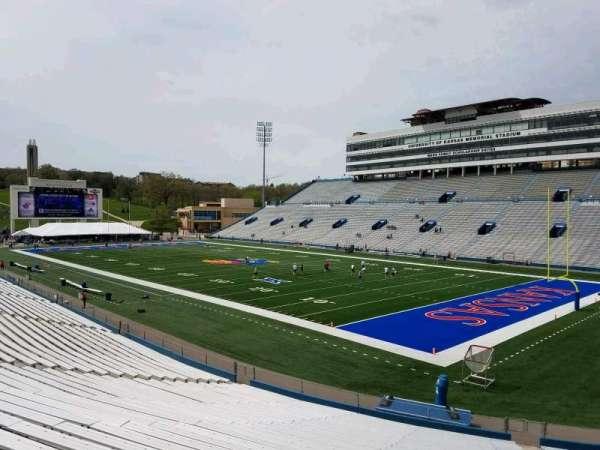 David Booth Kansas Memorial Stadium, secção: 17, fila: 30, lugar: 8