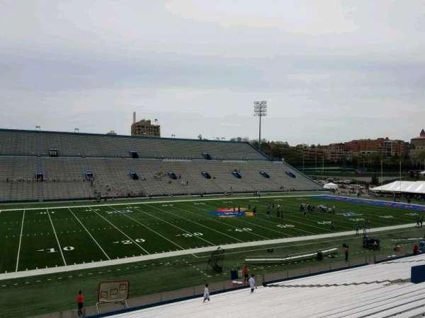 David Booth Kansas Memorial Stadium, secção: 9, fila: 33, lugar: 10