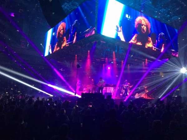 Silverstein Eye Centers Arena, secção: 104, fila: B, lugar: 1