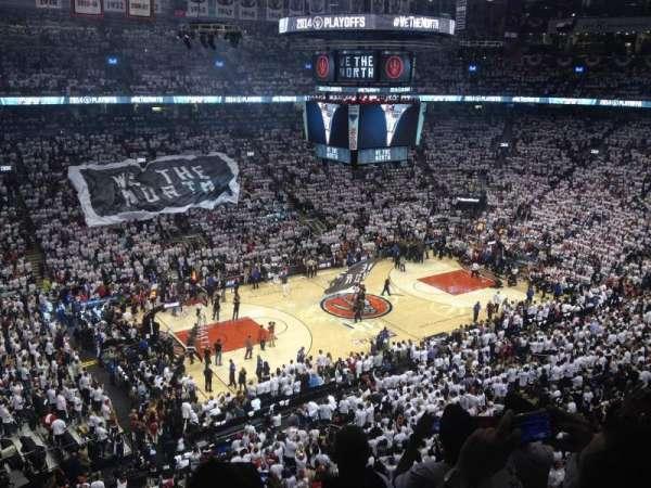 Scotiabank Arena, secção: 311, fila: 4, lugar: 11-12