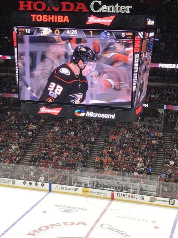 Honda Center, secção: 410, fila: K, lugar: 9