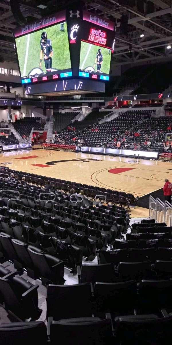 Fifth Third Arena, secção: 101, fila: 15, lugar: 6