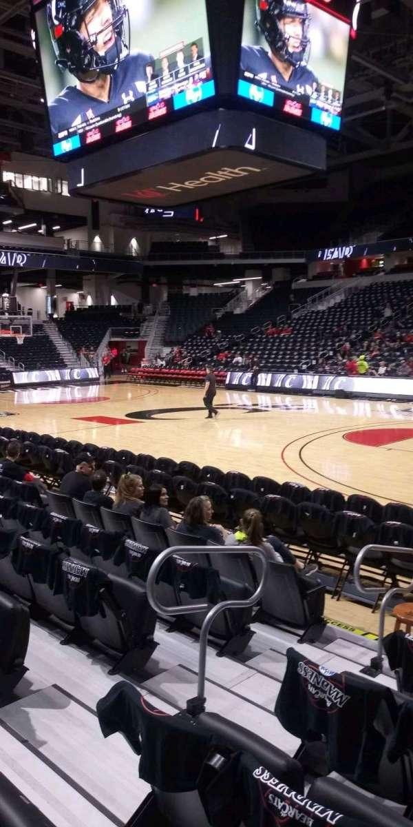 Fifth Third Arena, secção: 102, fila: 6, lugar: 7