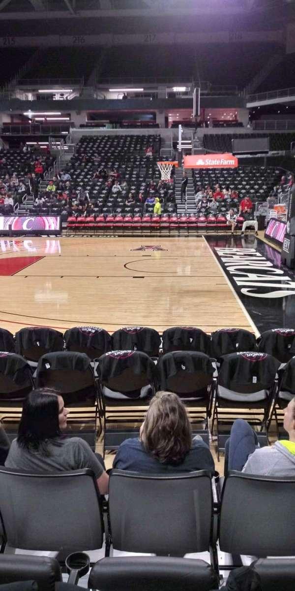 Fifth Third Arena, secção: 103, fila: 4, lugar: 3