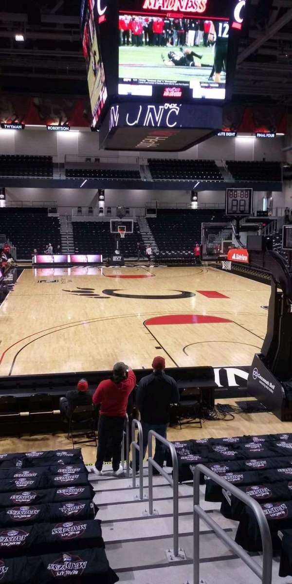 Fifth Third Arena, secção: 111, fila: 14, lugar: 1