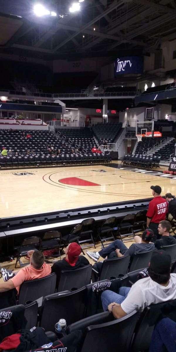 Fifth Third Arena, secção: 116, fila: 6, lugar: 7