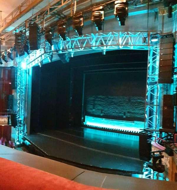 Broadhurst Theatre, secção: Mezzanine R, fila: A, lugar: 16
