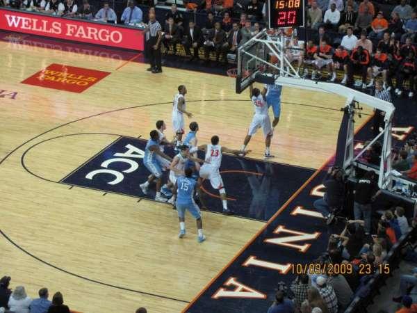 John Paul Jones Arena, secção: 311, fila: H, lugar: 11