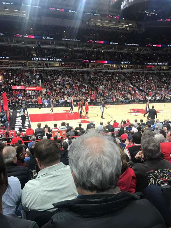 United Center, secção: 102, fila: 9, lugar: 7