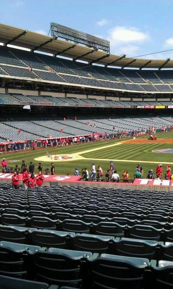 Angel Stadium, secção: 124, fila: z, lugar: 25