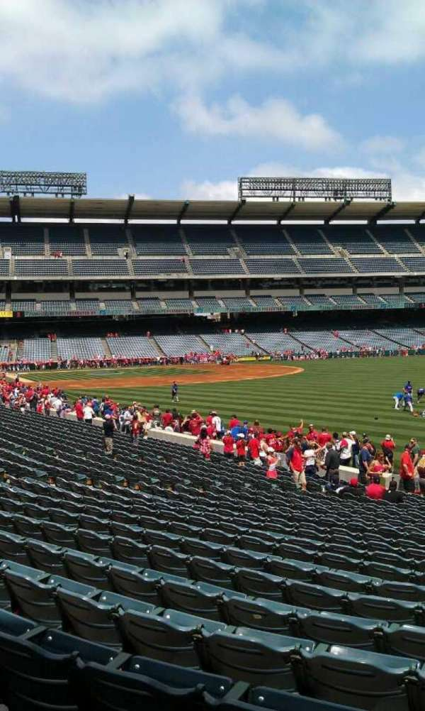 Angel Stadium, secção: F133, fila: y, lugar: 26