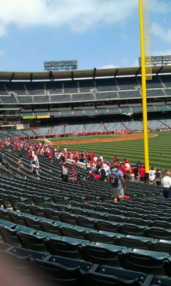 Angel Stadium, secção: 134, fila: y , lugar: 12