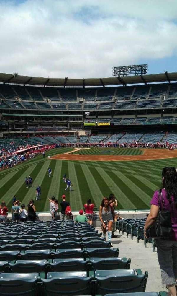 Angel Stadium, secção: 236, fila: v, lugar: 12