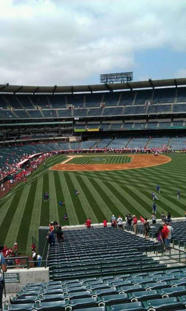 Angel Stadium, secção: P242, fila: l, lugar: 2