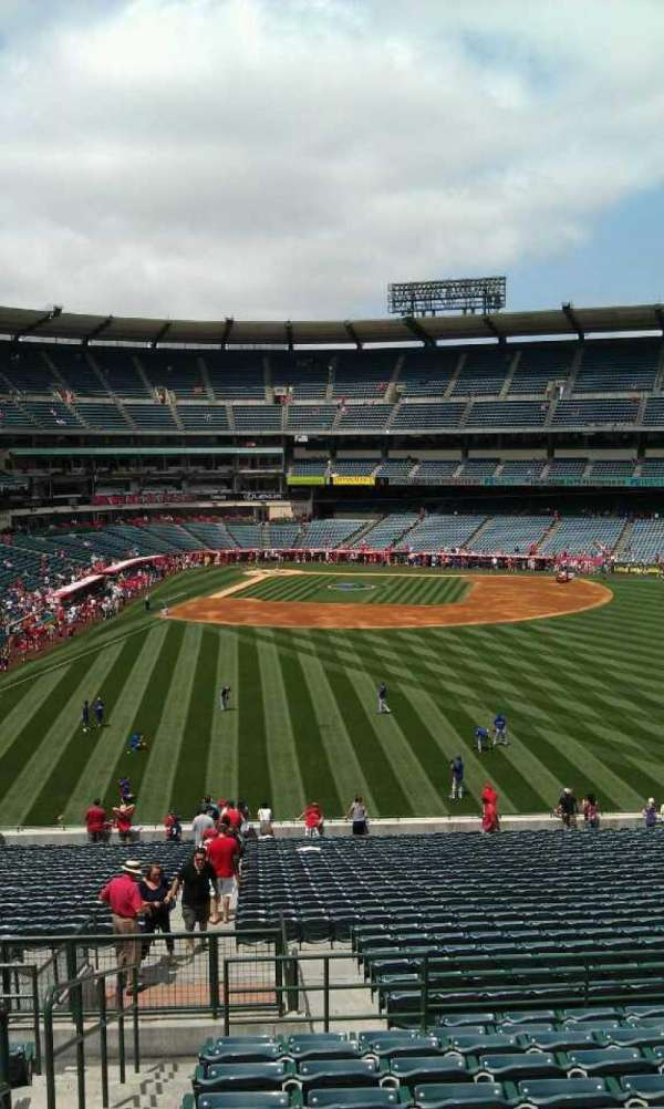 Angel Stadium, secção: 245, fila: l , lugar: 1