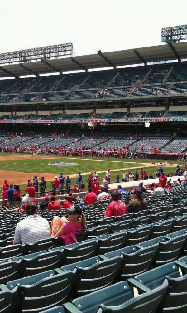 Angel Stadium, secção: 109, fila: w, lugar: 3