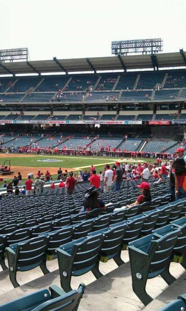 Angel Stadium, secção: 107, fila: w, lugar: 15