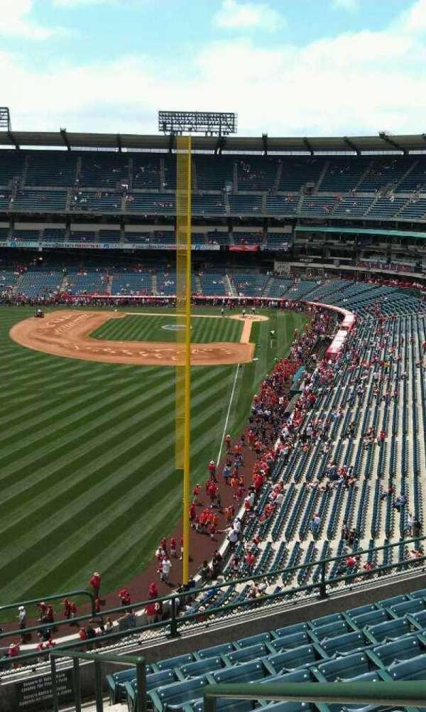 Angel Stadium, secção: V401, fila: j, lugar: 17