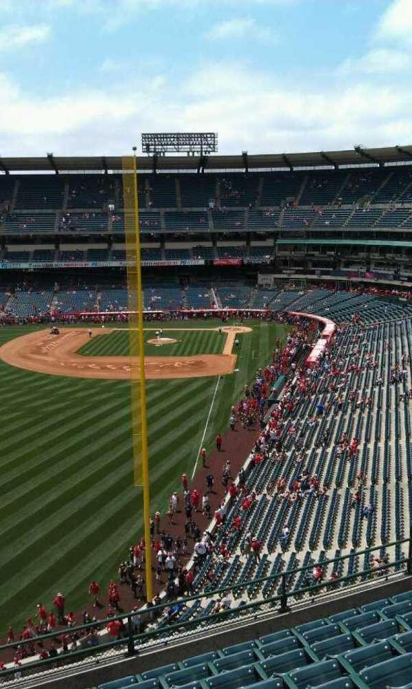 Angel Stadium, secção: V402, fila: j, lugar: 3